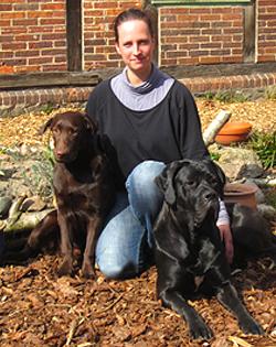Foto von Judith Bartels mit zwei Hunden